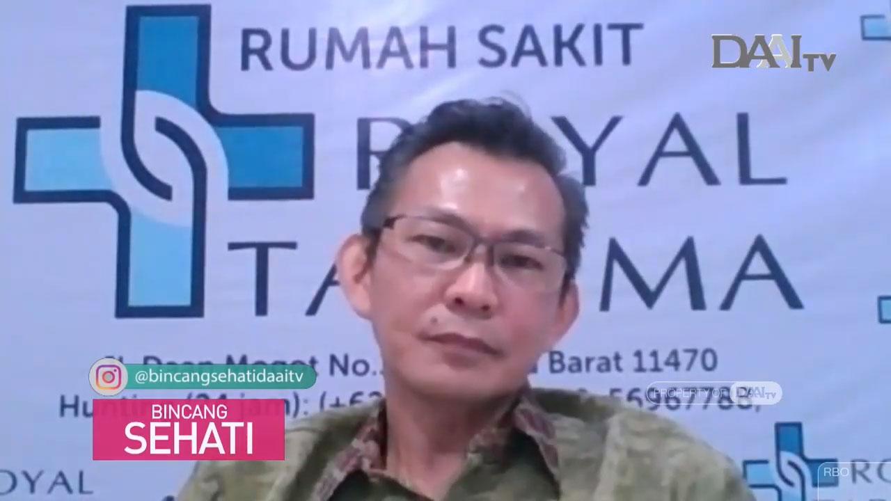 dr. Robert Tirtowijoyo, SpOT spesialis Orthopedi dan Traumatologi dari rumah sakit Royal Taruma, menjelaskan seputar kelainan Osteogenesis. (Sumber : Youtube/Bincang Sehati DAAI TV)
