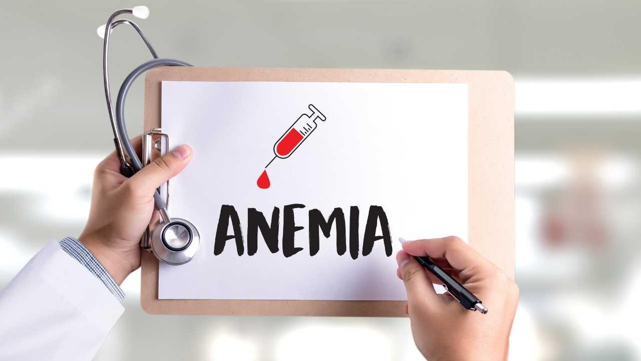 Ilustrasi : Anemia, adalah kondisi kekurangan sel darah merah dalam tubuh seseorang. Berdasarkan standar World Health Organization (WHO) seorang laki-laki dikatakan mengalami anemia jika memiliki hemoglobin di bawah 13 gram/desiliter, dan wanita didiagnosa anemia jika memiliki kadar hemoglobin di bawah 12 gram/desiliter. (Sumber : Canva)