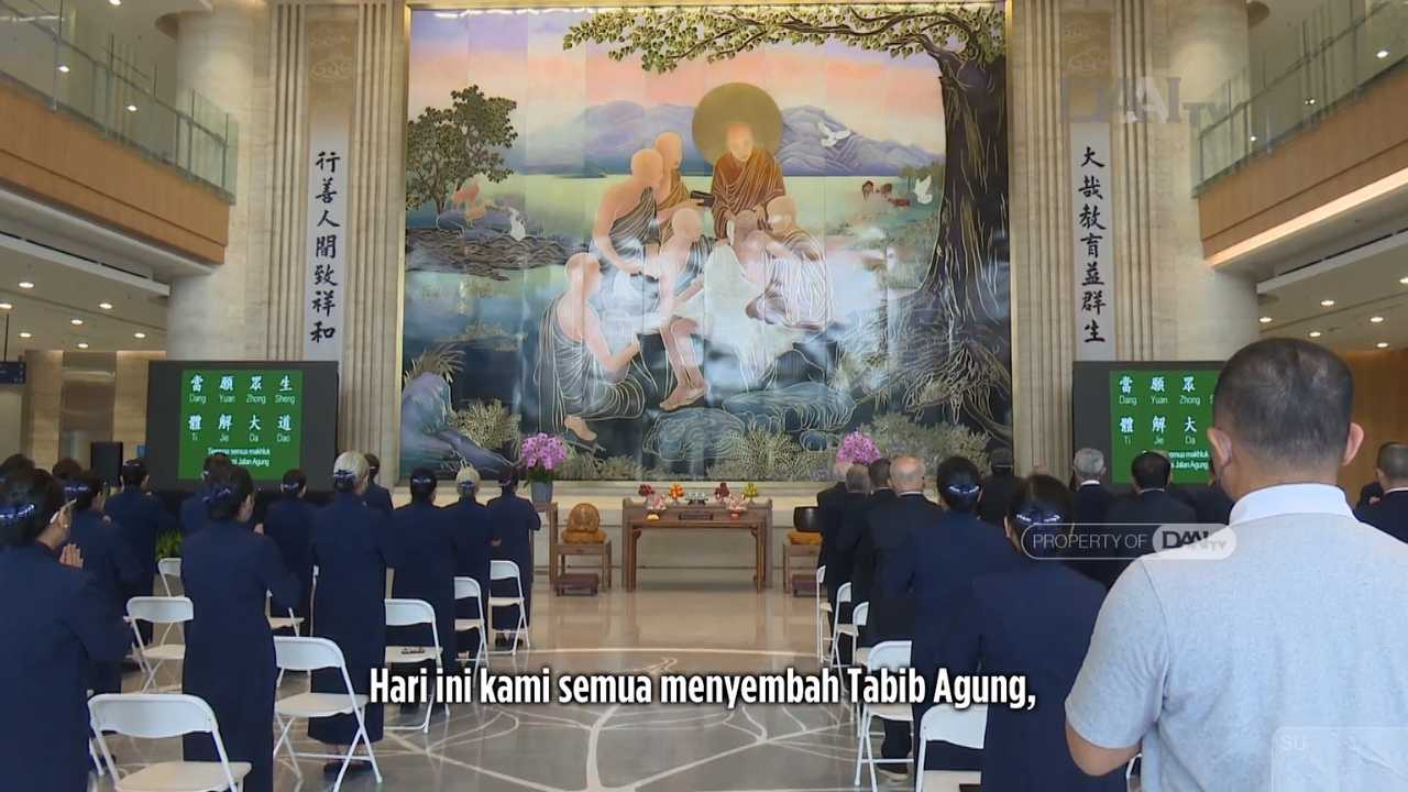 Insan Tzu Chi mengiringi Doa demi kelancaran operasional program Isolasi Pasien Covid-19 di Tzu Chi Hospital, Jakarta Utara.