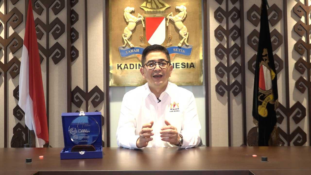 04_Ketua-KADIN-Arsjad-Rasjid-dan-Plakat-DAAI-Award