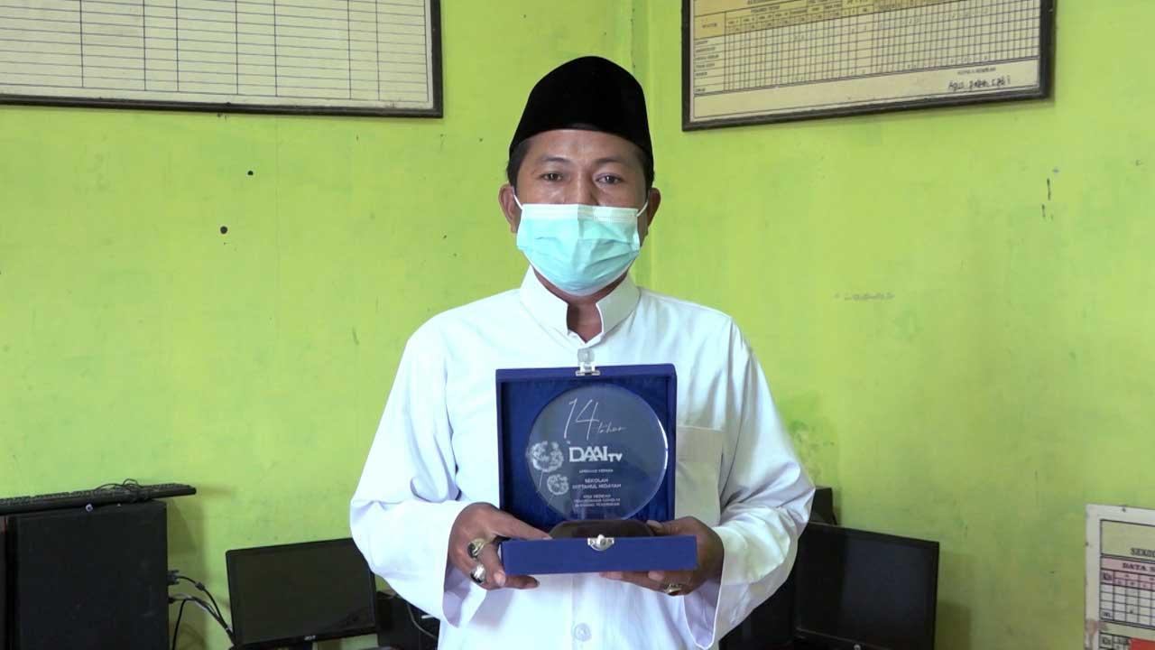 05_Umaedi-Rahmat-Penerima-Award-Miftahul-Hidayah