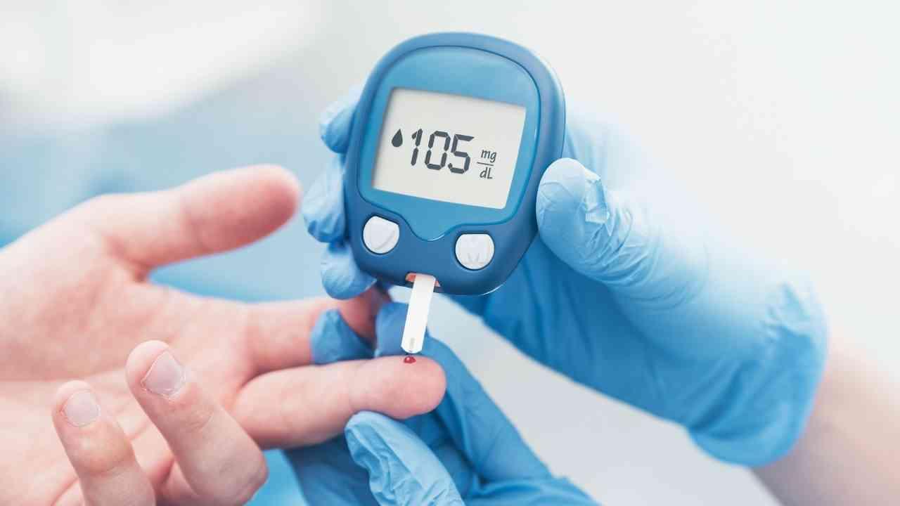 Ilustrasi: Tes gula darah adalah pemeriksaan untuk mengetahui kadar gula darah (glukosa) dalam darah. (Foto/Canva).