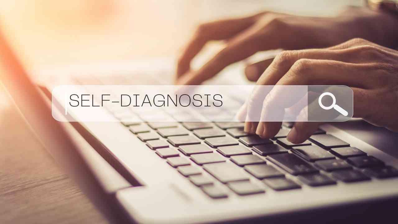Ilustrasi: self-diagnosis adalah tindakan mendiagnosis diri sendiri mengidap suatu penyakit berbekal informasi yang diperoleh secara mandiri. (Foto/Canva).